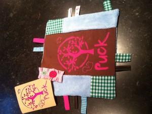 Tutdoekje gemaakt naar geboortekaartje door Mariette