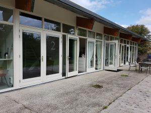 Het buitenaanzicht van de ateliers/kantoren aan de zuidzijde.