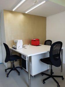 De nieuwe werktafel. Erboven hangen nieuwe led TL balken en die geven een erg mooi werklicht.